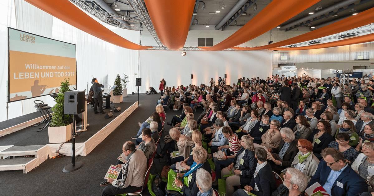 """Abbildung: Eröffnungsveranstaltung Leben und Tod 2017. Quelle: """"MESSE BREMEN"""", (c) Jan Rathke"""