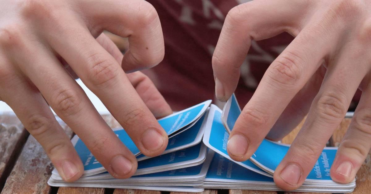 Am Markt für Vorsorge-Lösungen werden die Karten laufend neu gemischt. Bild von Karten mischenden Händen