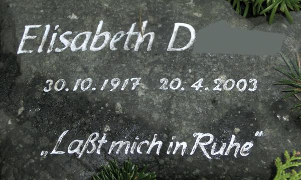 "Foto: Grabsteinaufschrift ""Laßt mich in Ruhe"""